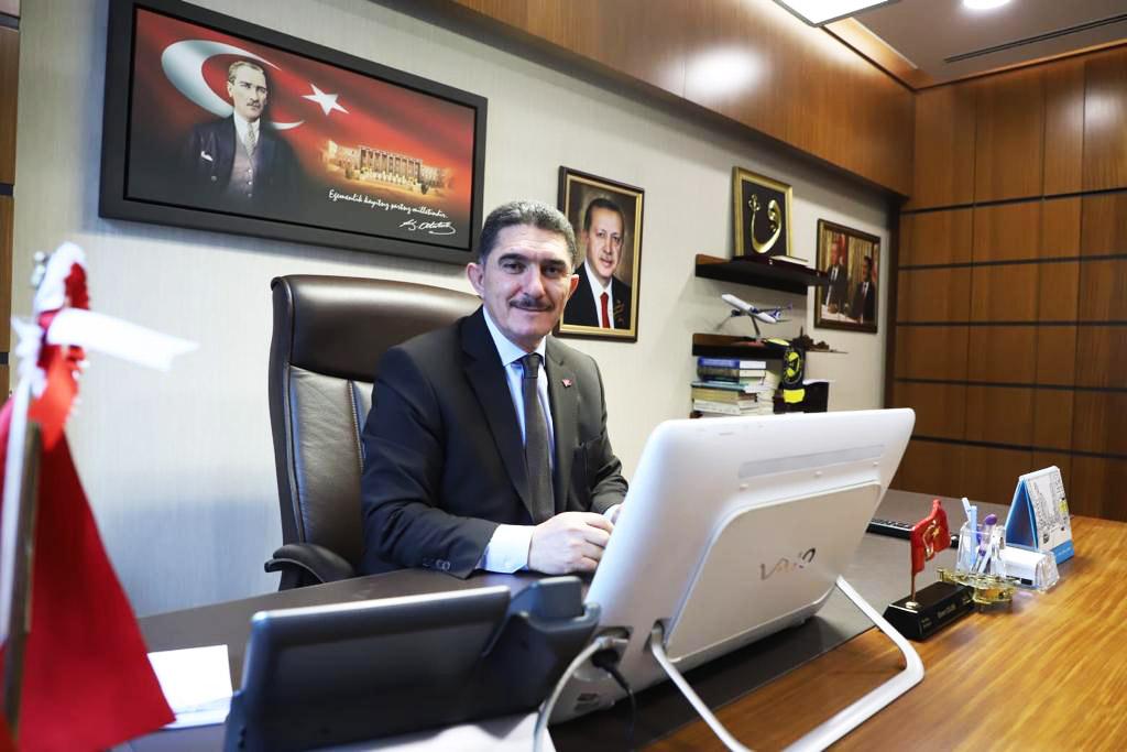 """AK Parti Ağrı Milletvekilli Ekrem Çelebi, CHP Genel Başkan Yardımcısı ve Parti Sözcüsü Faik Öztrak'ın, """"Ağrı'da yerel seçimlerde cami minarelerinden 'Dombra' şarkısı çalındığına"""" yönelik iddialarını yalanladı."""