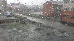 Patnos'ta dolu yağışı hayatı olumsuz etkiledi