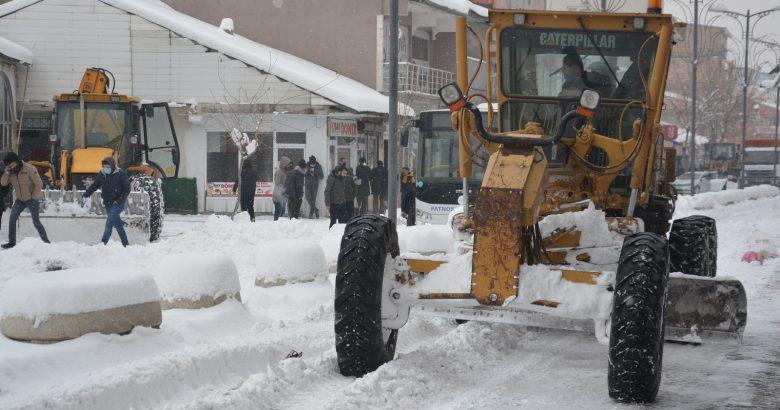 Patnos Belediyesi karla mücadele ediyor