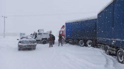 Patnos'ta fırtına hayatı olumsuz etkiledi